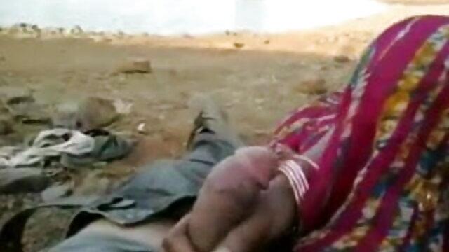 कोई पंजीकरण Porno  स्वयं हिंदी सेक्सी फुल मूवी एचडी वीडियो cuffing बिस्तर में
